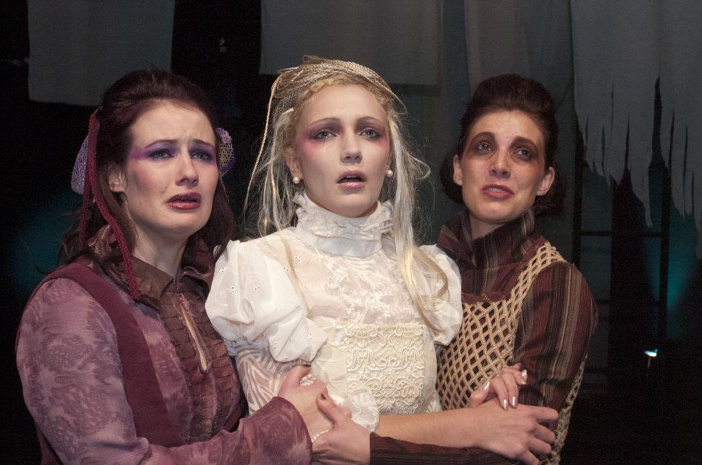 USQ Theatre Performance – Sisters